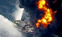 deepwater_horizon_burning_1_986977.jpg