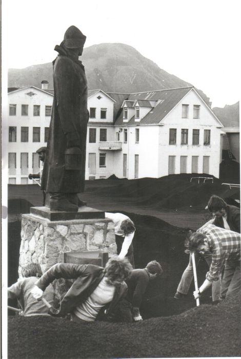 Gert klárt fyrir Sjómannadaginn 1973