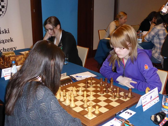 Tinna og Jóhanna einbeittar