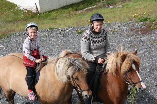 Fyrsta útreiðin. 4. ág. 2010 009