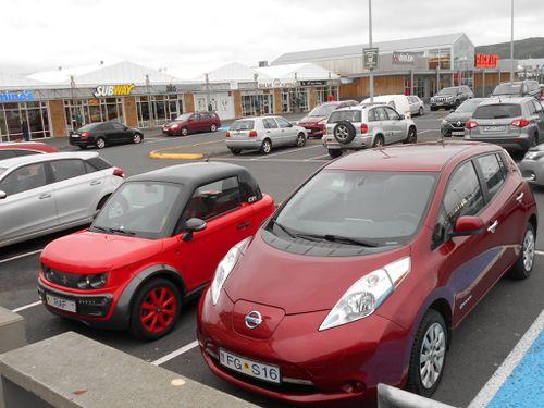 Tazzari og Nissan Leaf