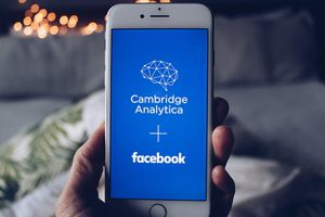 1280px-Cambridge_Analytica_and_Facebook