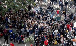 2C99AE6F00000578-3249667-Refugees_queue_at_the_compound_outside_the_Berlin_Office_of_Heal-a-112_1443223080245