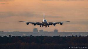 Airbus-A380-landing