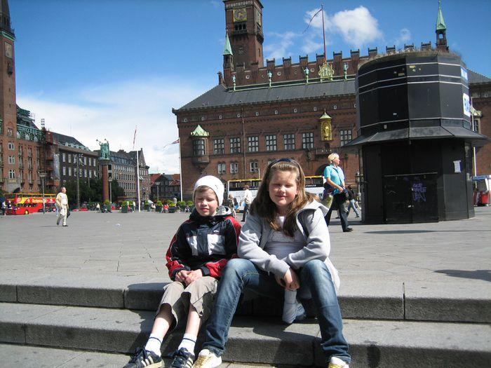 Viktor og Sara á Ráðhústorginu