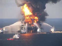 deepwater_horizon_burning_2_986980.jpg