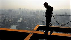 China-Hefei-construction-worker