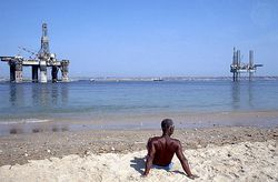 Oil_roig_coast_angola