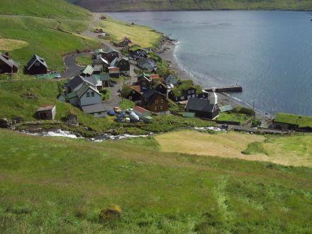 pppp i thessu litla thorpi var islenska hopnum bodid i mat.