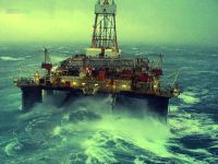 Oil-semi-submersible_Sedco-706-rig_North-Sea_winter- 2000-01