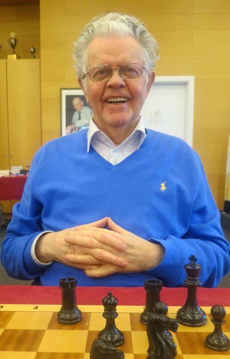 Gunnar Kr. Gunnarsson (80) vígreifur mjög   ESE 26.10.2013 15 46 05.2013 15 46 05
