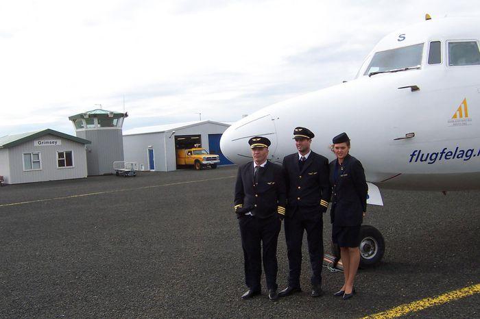 Fokker 50 og áhöfn