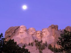 Dakota_Rushmore_Moonlight