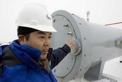 china_gas_pipeline_worker.jpg