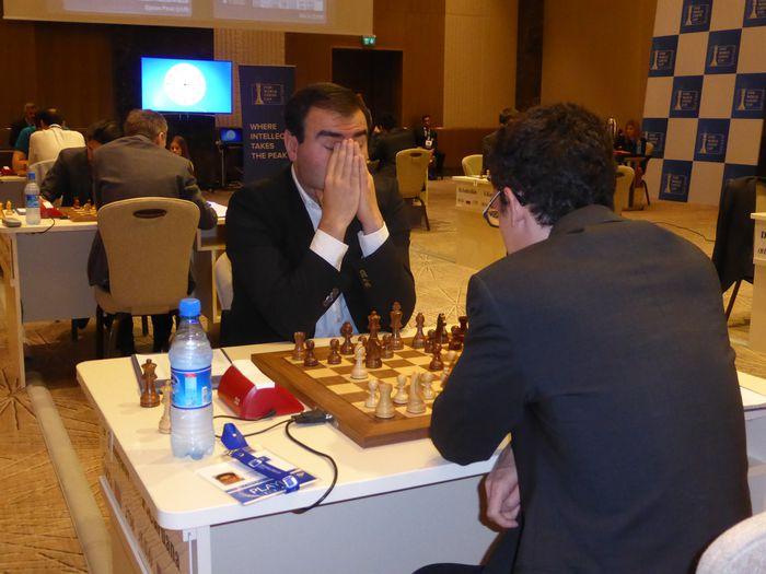 Mamedyarov í þungum þöngkum gegn Caruana