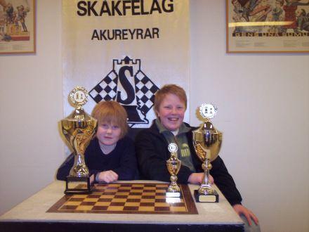 pp jon kristinn thorgeirsson islandsmeistari barna 2009 og mikael johann karlsson islandsmeistari i skolaskak 2008 i yngri flokki.