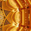horft upp í eina af hvelfingum Emirates Palace